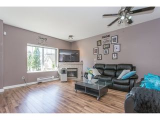 """Photo 3: 43 18181 68 Avenue in Surrey: Cloverdale BC Townhouse for sale in """"THE MAGNOLIA"""" (Cloverdale)  : MLS®# R2191663"""