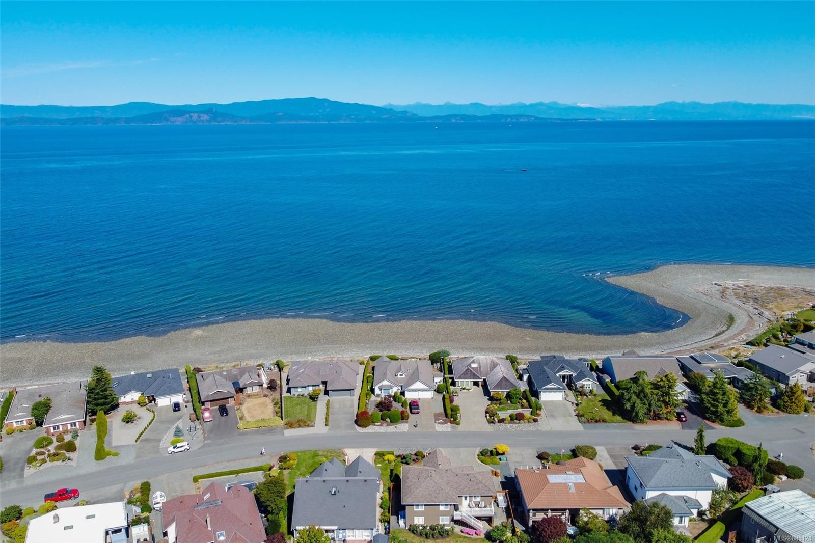 Photo 3: Photos: 1705 Admiral Tryon Blvd in : PQ French Creek House for sale (Parksville/Qualicum)  : MLS®# 885124