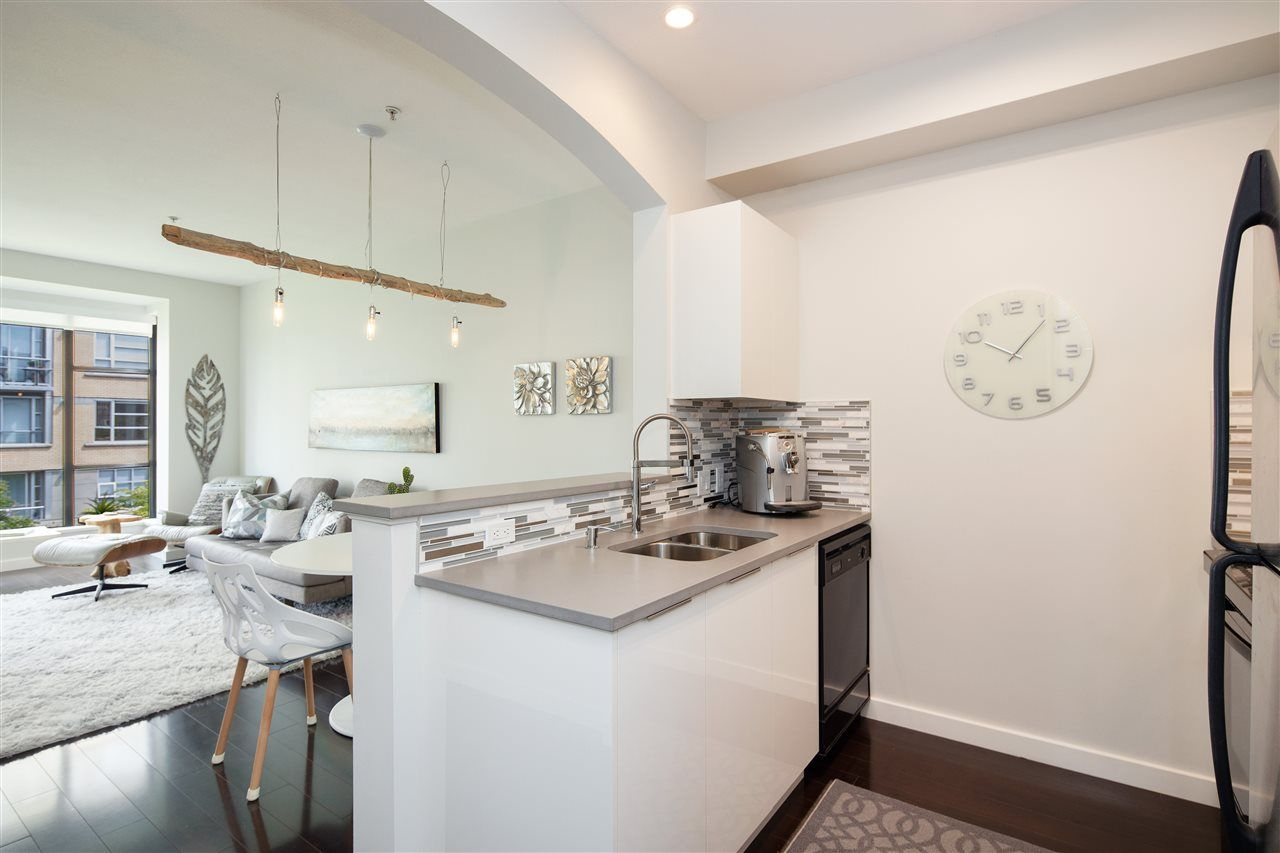 """Photo 7: Photos: 304 2175 SALAL Drive in Vancouver: Kitsilano Condo for sale in """"SAVONA"""" (Vancouver West)  : MLS®# R2460971"""