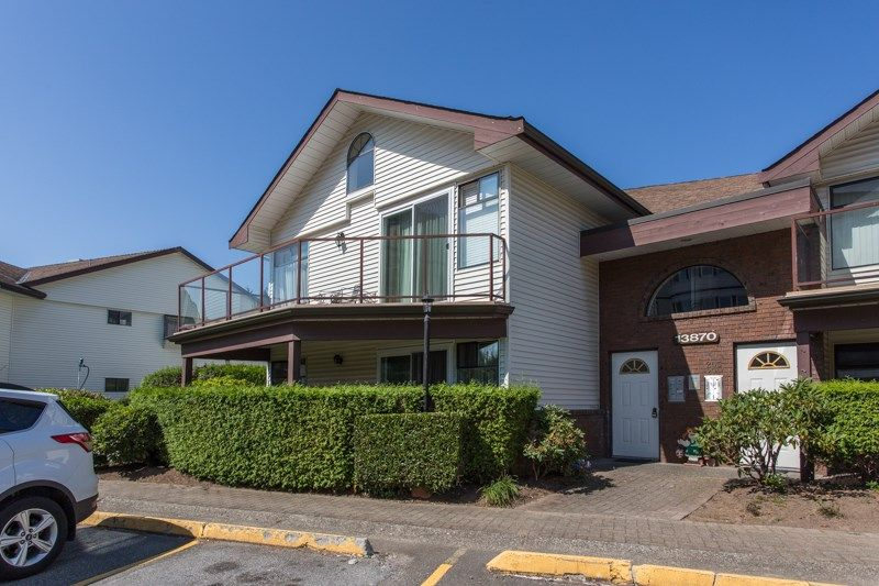 """Main Photo: 204 13870 102 Avenue in Surrey: Whalley Townhouse for sale in """"GLENDALE VILLAGE"""" (North Surrey)  : MLS®# R2394846"""