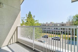 """Photo 15: 302 15272 20 Avenue in Surrey: King George Corridor Condo for sale in """"WINDSOR COURT"""" (South Surrey White Rock)  : MLS®# R2602233"""