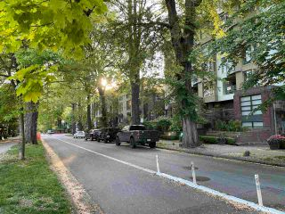 """Photo 33: 613 2655 CRANBERRY Drive in Vancouver: Kitsilano Condo for sale in """"NEW YORKER"""" (Vancouver West)  : MLS®# R2581568"""