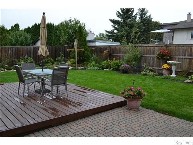 Photo 19: Photos: 27 Woodcroft Bay in WINNIPEG: Maples / Tyndall Park Residential for sale (North West Winnipeg)  : MLS®# 1524460