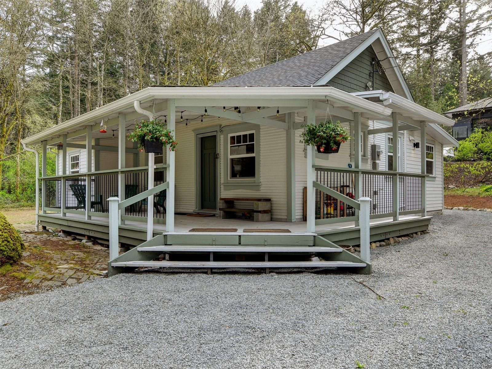 Main Photo: 867 Sayward Rd in : SE Cordova Bay House for sale (Saanich East)  : MLS®# 871953