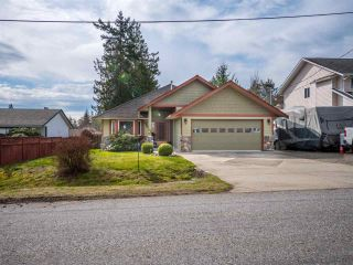 Main Photo: 6335 PICADILLY Place in Sechelt: Sechelt District House for sale (Sunshine Coast)  : MLS®# R2248834