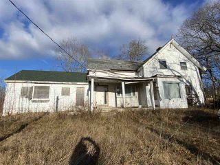 Photo 1: 981 Maple Avenue in Aylesford: 404-Kings County Residential for sale (Annapolis Valley)  : MLS®# 202100026