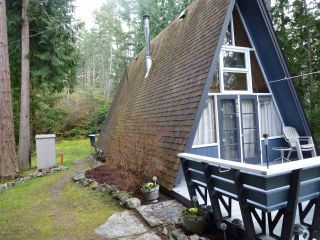 Photo 3: 5450 DONLEY Drive in Madeira Park: Pender Harbour Egmont House for sale (Sunshine Coast)  : MLS®# R2556466