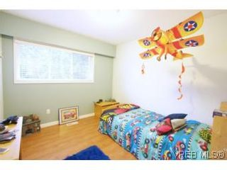 Photo 9: VICTORIA FAMILY HOME = THETIS HEIGHTS FAMILY HOME For Sale SOLD With Ann Watley.