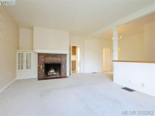 Photo 2: 3115 Glasgow St in VICTORIA: Vi Mayfair House for sale (Victoria)  : MLS®# 759622