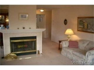 Photo 4:  in VICTORIA: Es Gorge Vale Row/Townhouse for sale (Esquimalt)  : MLS®# 382447