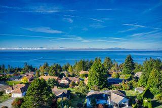 "Photo 5: 4960 ARBUTUS Road in Sechelt: Sechelt District House for sale in ""DAVIS RIDGE ESTATES"" (Sunshine Coast)  : MLS®# R2622482"