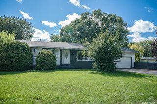 Photo 2: 1902 Ewart Avenue in Saskatoon: Holliston Residential for sale : MLS®# SK870459
