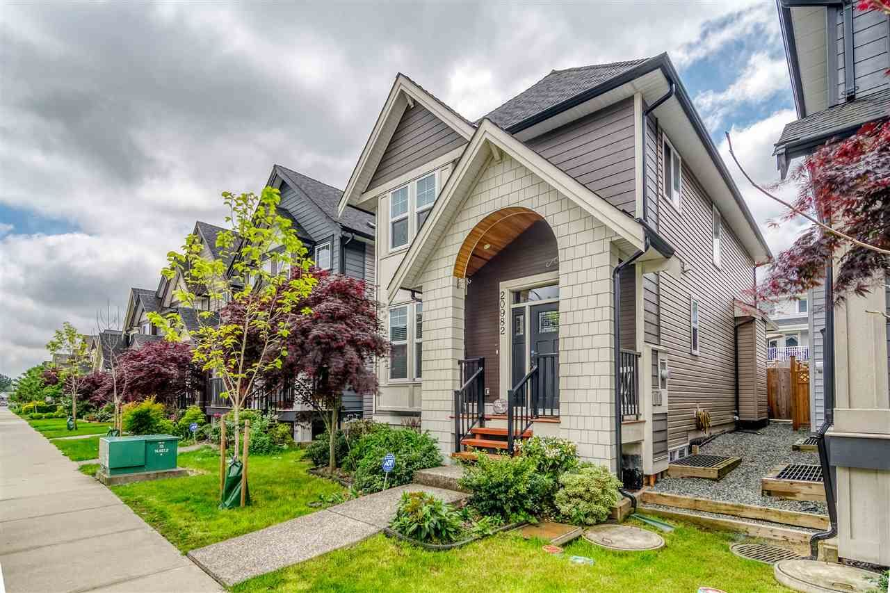 Main Photo: 20982 80A Avenue in Langley: Willoughby Heights House for sale : MLS®# R2372285