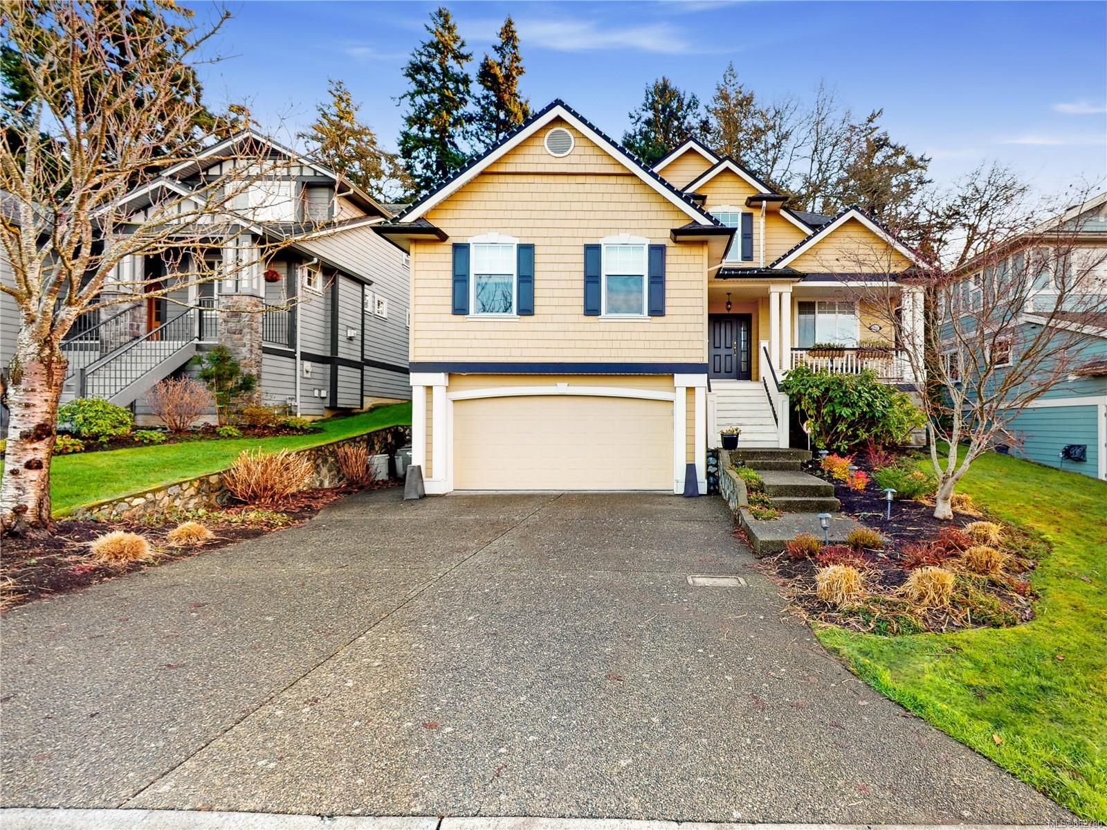 Main Photo: 801 Rogers Way in : SE High Quadra House for sale (Saanich East)  : MLS®# 862780