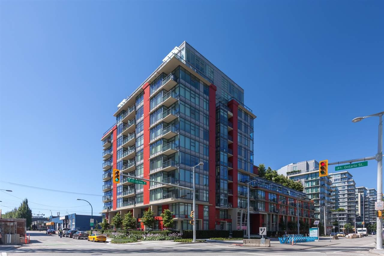 Main Photo: 620 38 W 1ST AVENUE in : False Creek Home for sale : MLS®# R2289685