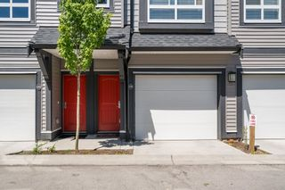 """Photo 3: 100 14555 68 Avenue in Surrey: East Newton Townhouse for sale in """"SYNC"""" : MLS®# R2169561"""