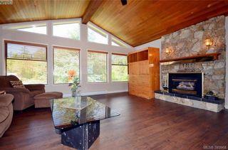 Photo 2: 913 Nicholson St in VICTORIA: SE High Quadra House for sale (Saanich East)  : MLS®# 789694
