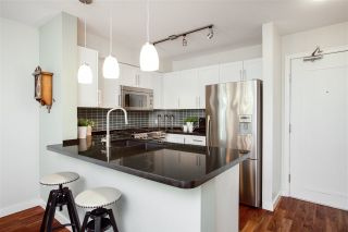 """Photo 7: 106 2161 W 12TH Avenue in Vancouver: Kitsilano Condo for sale in """"The Carlings"""" (Vancouver West)  : MLS®# R2427878"""