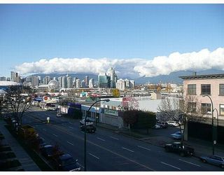 """Photo 2: 418 256 E 2ND Avenue in Vancouver: Mount Pleasant VE Condo for sale in """"JACOBSEN"""" (Vancouver East)  : MLS®# V808511"""