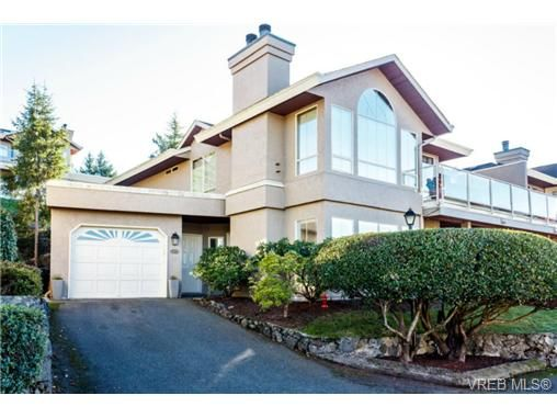 Main Photo: 503 6880 Wallace Dr in BRENTWOOD BAY: CS Brentwood Bay Row/Townhouse for sale (Central Saanich)  : MLS®# 686776