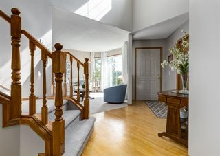 Photo 3: 126 Strathridge Close SW in Calgary: Strathcona Park Detached for sale : MLS®# A1123630