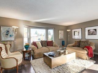 Photo 3: 536 BROOKMERE Crescent SW in Calgary: Braeside Detached for sale : MLS®# C4221954