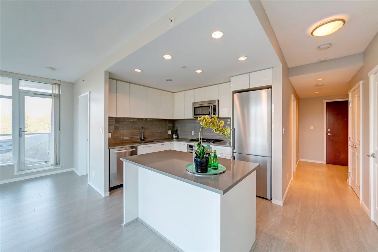 "Main Photo: 707 3102 WINDSOR Gate in Coquitlam: New Horizons Condo for sale in ""Celadon by Polygon"" : MLS®# R2569085"