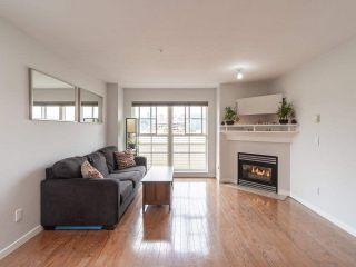 """Photo 3: 318 678 W 7TH Avenue in Vancouver: Fairview VW Townhouse for sale in """"LIBERTE"""" (Vancouver West)  : MLS®# R2575214"""