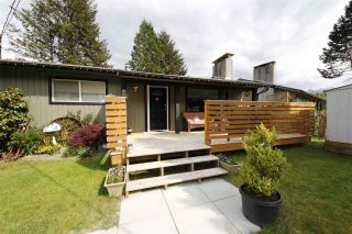 """Photo 1: 41532 RAE Road in Squamish: Brackendale House for sale in """"Brackendale"""" : MLS®# R2133343"""