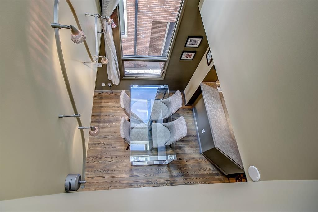 Main Photo: 2 465 12 Street NW in Calgary: Hillhurst Row/Townhouse for sale : MLS®# A1103465
