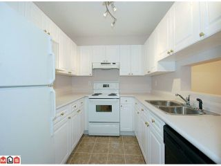 Photo 6: 112 9942 151 St in Surrey: Guildford Condo for sale : MLS®# F1124347