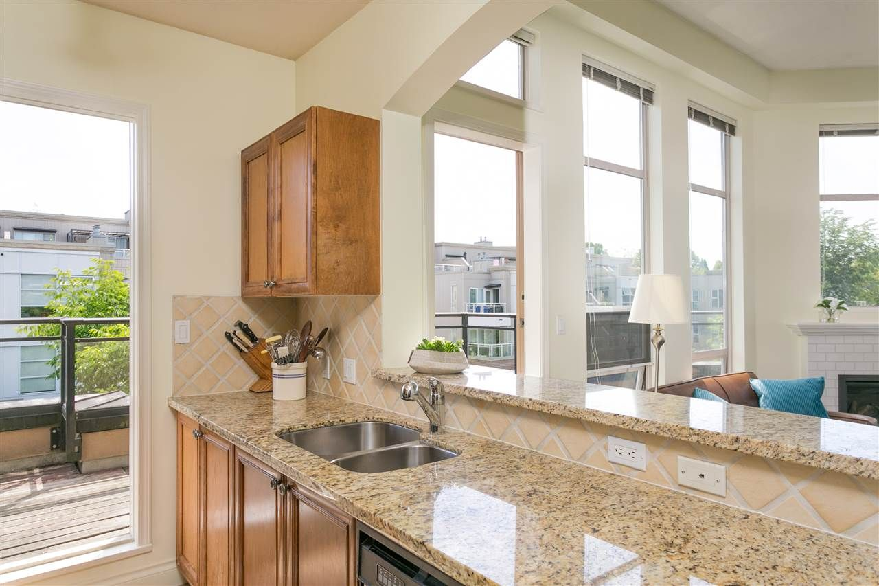 """Photo 7: Photos: 404 2175 SALAL Drive in Vancouver: Kitsilano Condo for sale in """"Savona"""" (Vancouver West)  : MLS®# R2397465"""