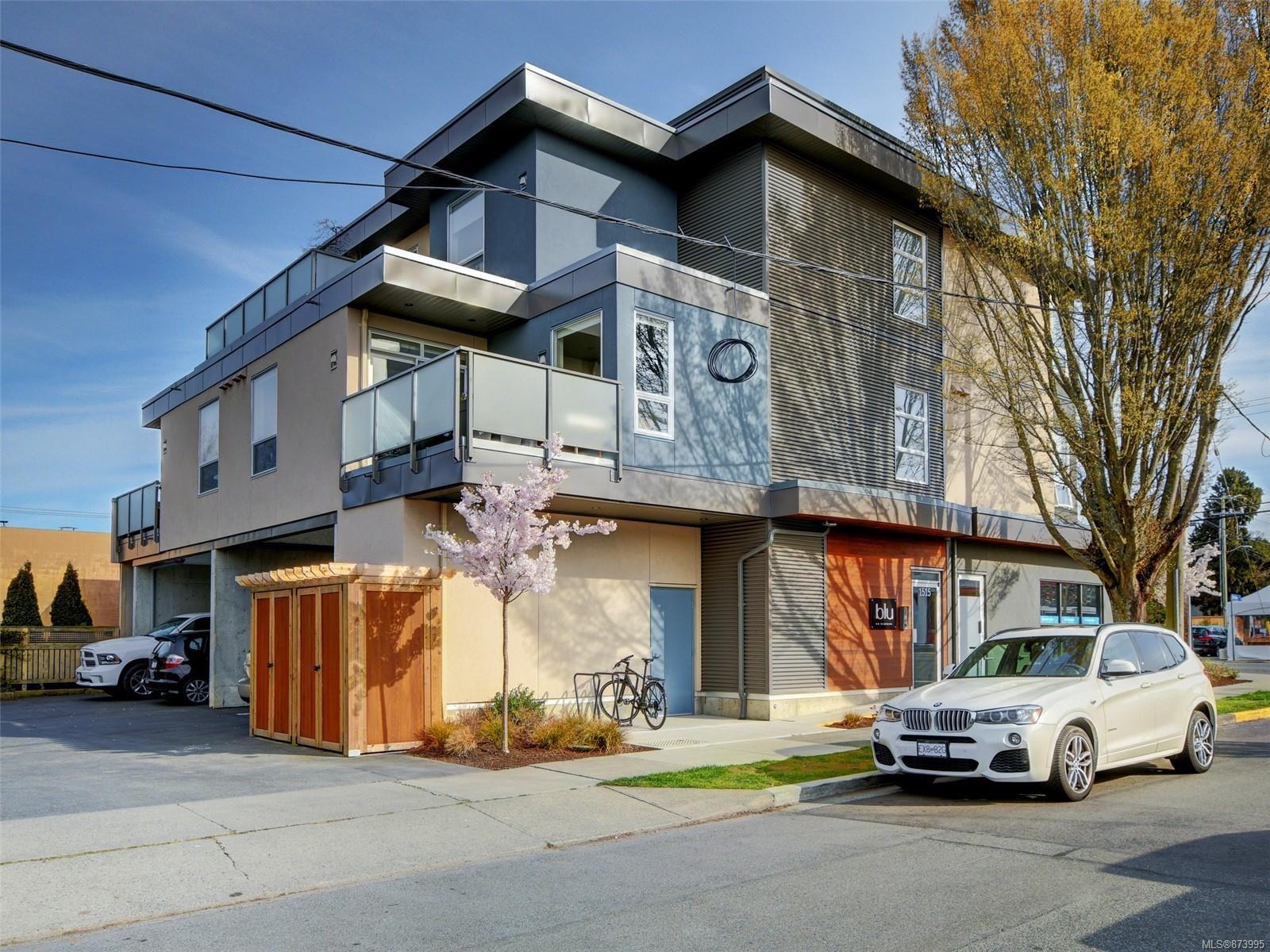 Main Photo: 301 1515 Redfern St in : Vi Jubilee Condo for sale (Victoria)  : MLS®# 873995