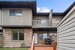 Photo 2: 11 1055 72 Avenue NW in Calgary: Huntington Hills Row/Townhouse for sale : MLS®# A1123870