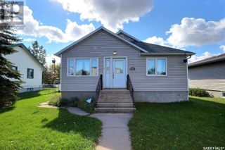Photo 1: 655 4th ST E in Prince Albert: House for sale : MLS®# SK872073