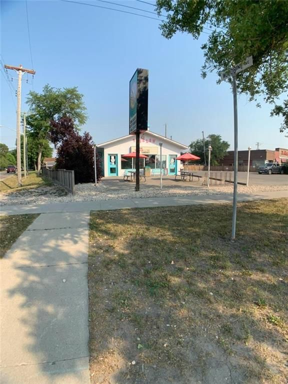 Main Photo: 2494 Main Street in Winnipeg: Industrial / Commercial / Investment for sale or lease (4E)  : MLS®# 202118630