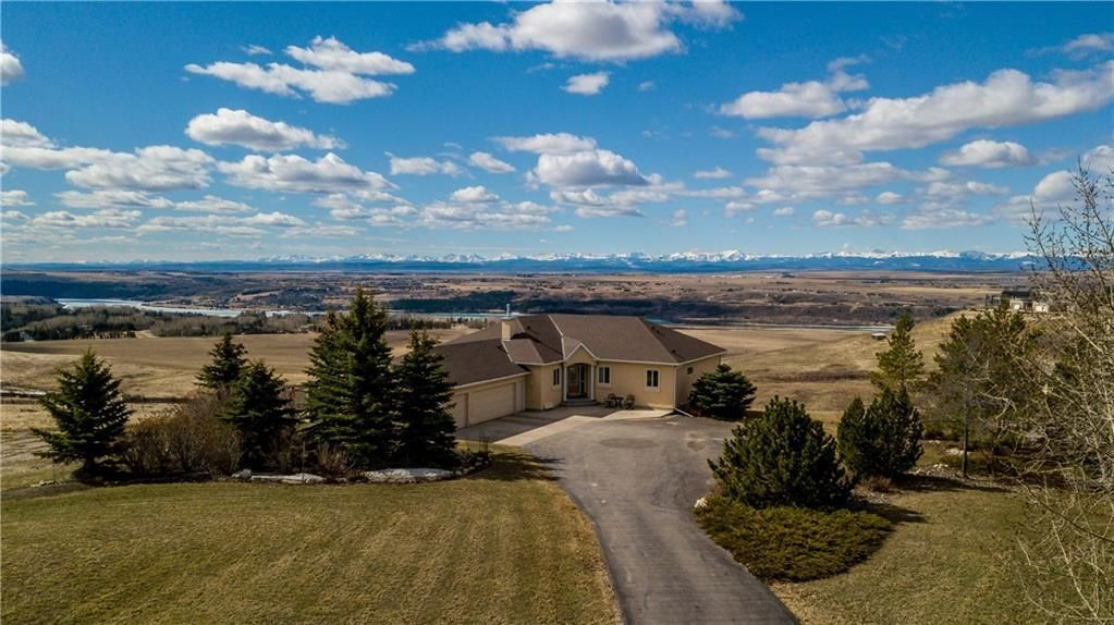 Main Photo: 39 BEARSPAW POINTE Place in Rural Rocky View County: Rural Rocky View MD Detached for sale : MLS®# C4238658