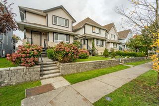 Photo 1: 6637 127 Street in Surrey: West Newton House for sale : MLS®# R2511091