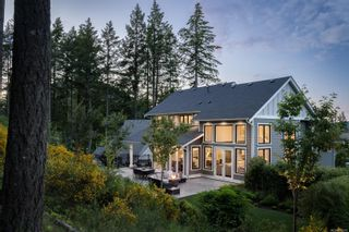Photo 2: 2180 Champions Way in : La Bear Mountain House for sale (Langford)  : MLS®# 878618