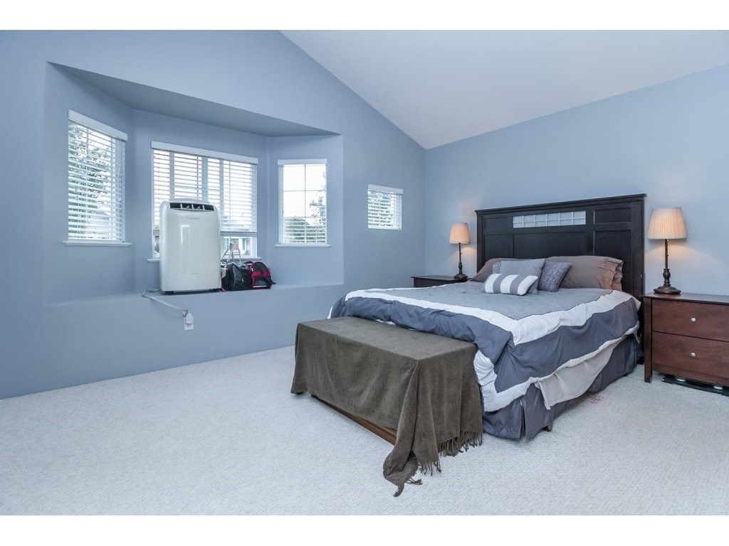"""Photo 12: Photos: 18479 66A Avenue in Surrey: Cloverdale BC House for sale in """"Heartland"""" (Cloverdale)  : MLS®# R2095726"""