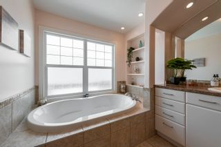 Photo 32: 908 THOMPSON Place in Edmonton: Zone 14 House for sale : MLS®# E4259671