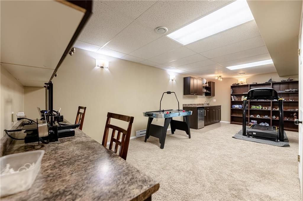 Photo 20: Photos: 20 PENROSE Crescent in Steinbach: R16 Residential for sale : MLS®# 202107867