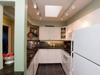 """Photo 6: 412 789 W 16TH Avenue in Vancouver: Fairview VW Condo for sale in """"SIXTEEN WILLOWS"""" (Vancouver West)  : MLS®# V938093"""