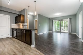 "Photo 7: 302 33898 PINE Street in Abbotsford: Central Abbotsford Condo for sale in ""Gallantree"" : MLS®# R2381999"