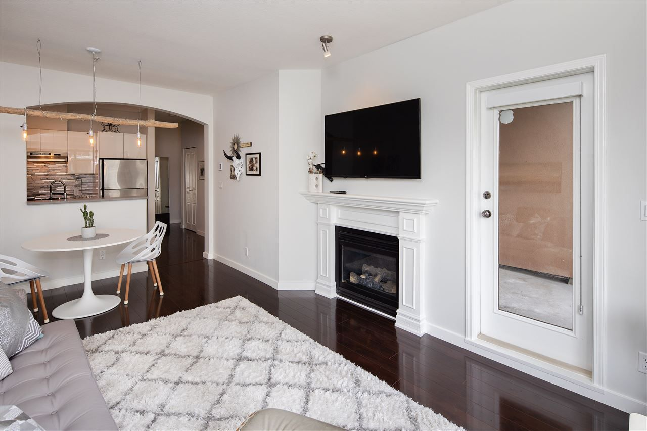 """Photo 4: Photos: 304 2175 SALAL Drive in Vancouver: Kitsilano Condo for sale in """"SAVONA"""" (Vancouver West)  : MLS®# R2460971"""