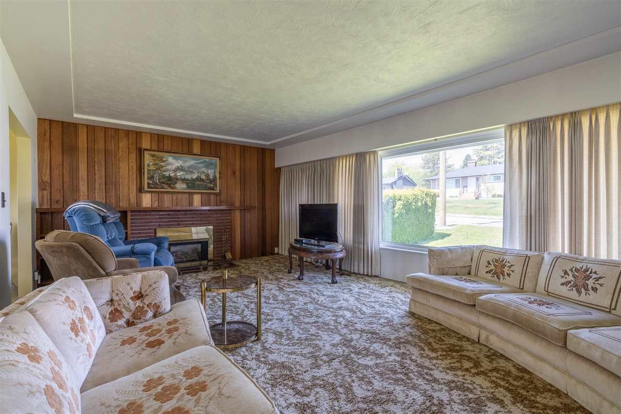 "Photo 6: Photos: 6420 AUBREY Street in Burnaby: Parkcrest House for sale in ""PARKCREST"" (Burnaby North)  : MLS®# R2365057"