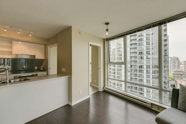 Photo 4: Photos: 2303 602 CITADEL Parade in Vancouver West: Downtown VW Home for sale ()  : MLS®# R2078141