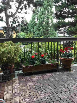 """Photo 11: 103 222 N TEMPLETON Drive in Vancouver: Hastings Condo for sale in """"CAMBRIDGE COURT"""" (Vancouver East)  : MLS®# R2383049"""