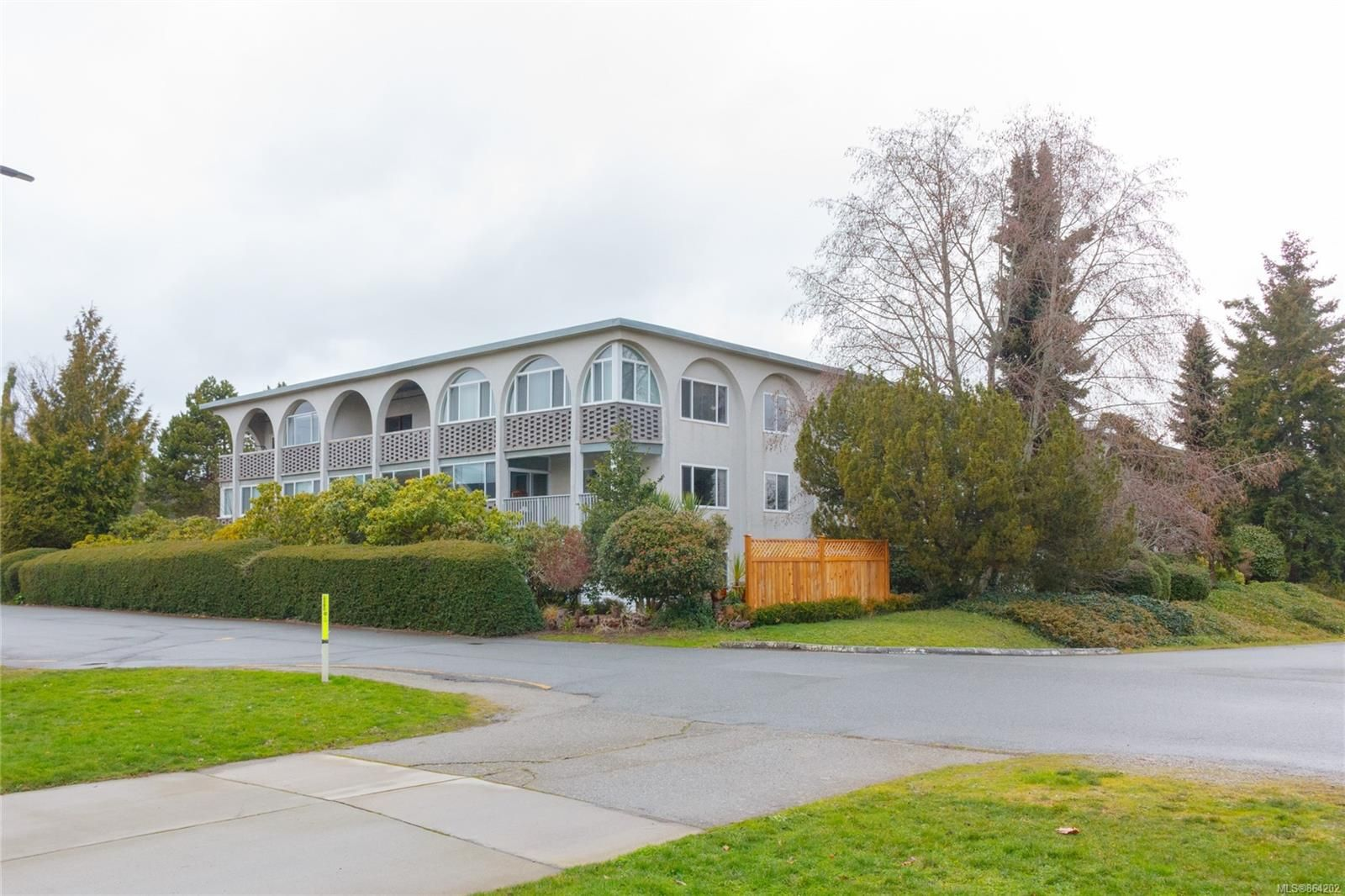 Main Photo: 304 2050 White Birch Rd in : Si Sidney North-East Condo for sale (Sidney)  : MLS®# 864202
