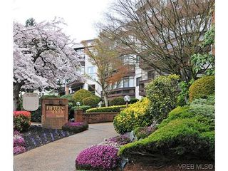 Photo 1: 414 1560 Hillside Ave in VICTORIA: Vi Oaklands Condo for sale (Victoria)  : MLS®# 620343